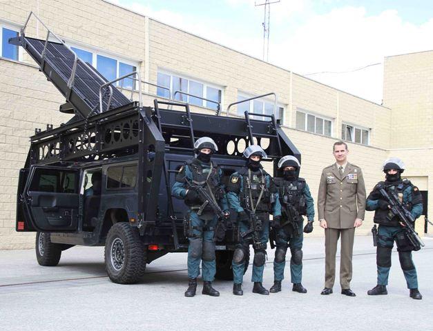 La Unidad De Elite De La Guardia Civil Muestra Su Armamento Y
