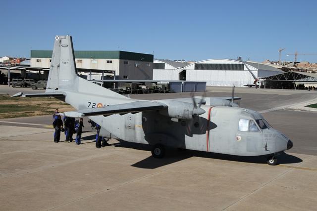 Tras más de 40 años de servicio del avión C212 en el Ejército del Aire b044fb8938a