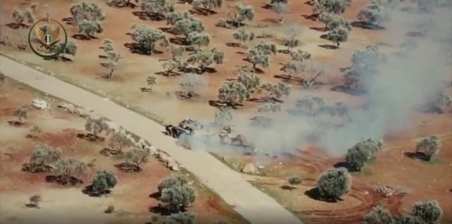 Combate a corta distancia entre un carro de combate T-72 sirio y blindado ACV-15 turco en Siria