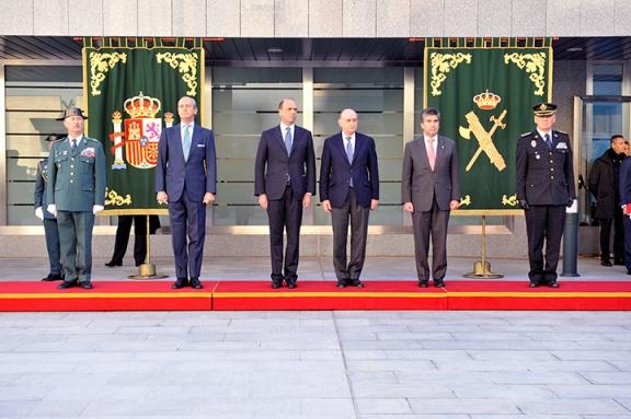 El ministro del interior espa ol y su hom logo italiano for Ministro del interior espanol