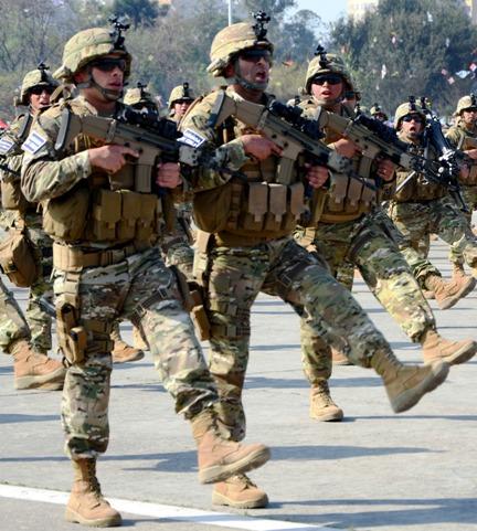 (defensa.com) La tradicional Gran Parada Militar en honor a las Glorias del  Ejército de Chile es por lo general vitrina de novedades no solo del  Ejército 7ddb5280435