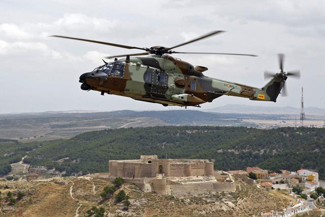 ... de Tierra recibirá 3 helicópteros NH90 en 2016 y otros 3 en 2017
