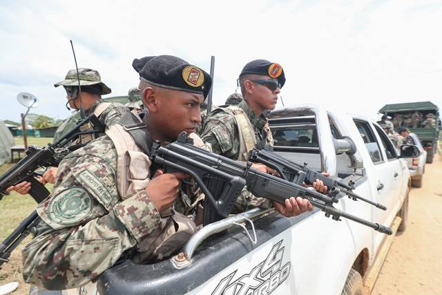Las Fuerzas Armadas del Perú en la Operación Mercurio 2019 contra la ... 1c79519a43a